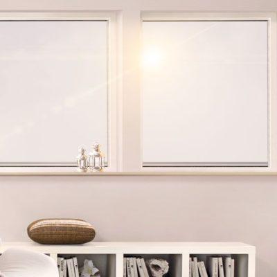 Fenster-mit-zwei-Fensterelementen-in-einem-Zimmer-mit-weisser-Wandfarbe